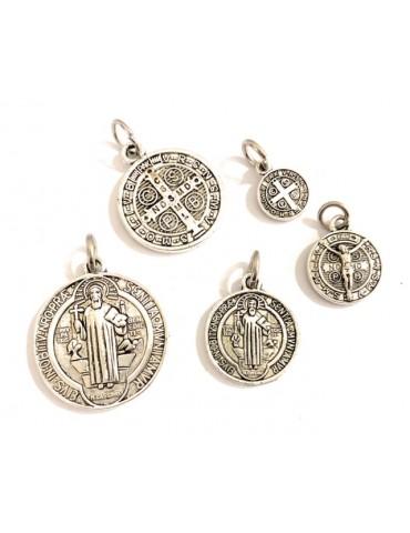 5 Medalla San Benito metal baño plata