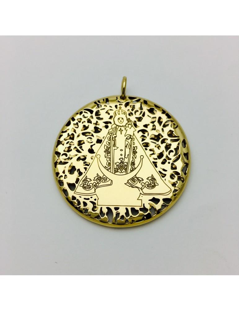 Medalla Virgen Fuensanta en Plata de Ley cubierta por baño de Oro de 18Kt . 40mm